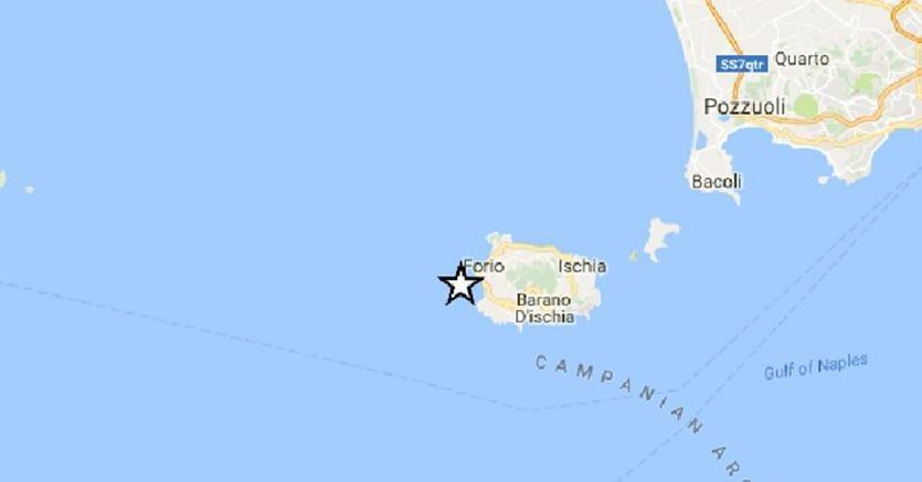 Boato con forte scossa: paura e gente in trada ad Ischia